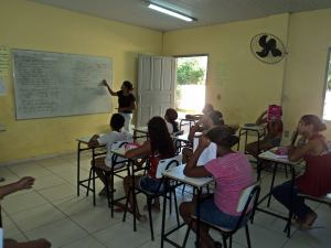 Professora Geane em sala de aula.