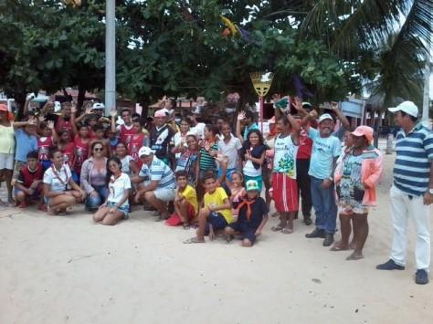 Mutirão reuniu cerca de 100 pessoas.