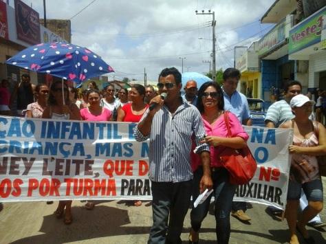 Protesto mobilizou educadores de Touros nesta terça-feira (10).