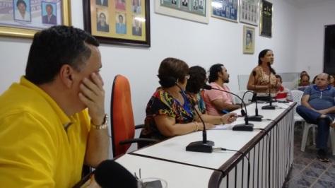 Professora Vanilza Barbosa também discursou.