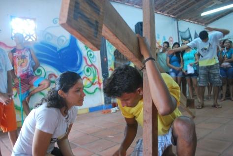 Maria Auxiliadora (Maria) e Jhonny Ribeiro (Jesus) nos últimos ensaios antes da Via Sacra.