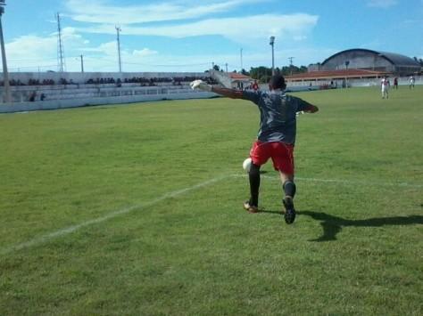 Goleiro Jaildo foi exigido, mas resultado ficou 0 a 0.