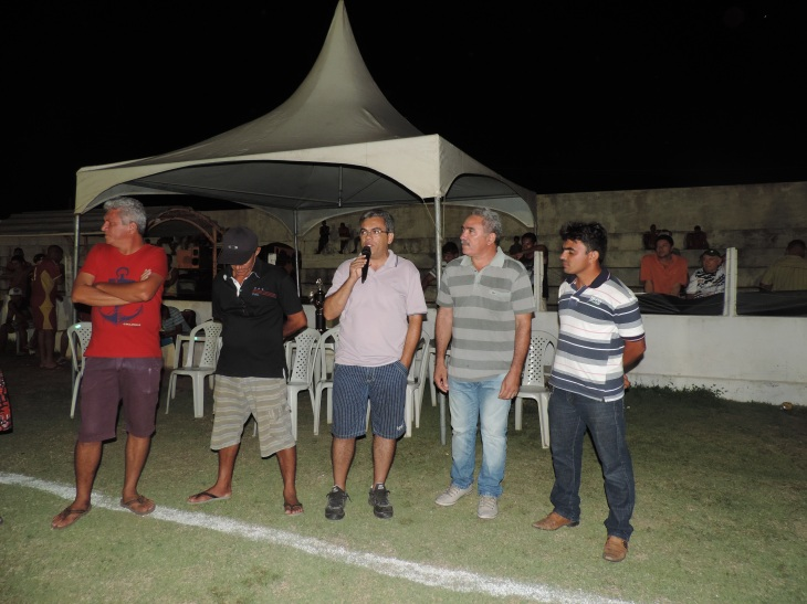 participaram da cerimônia personalidades políticas como Mestre Raimundo (camisa cinza)