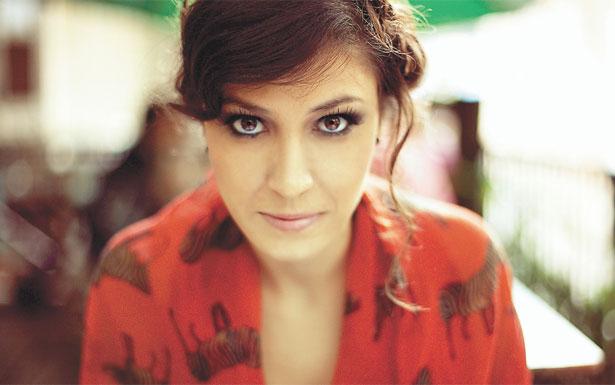 Cantora Clara Valente começa sua turnê em Gostoso.