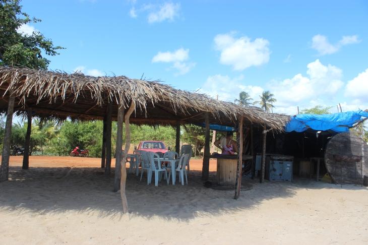 Chapéus de sol na Praia do Tourinho podem estar com os dias contados. (Foto: Fernando Miranda)
