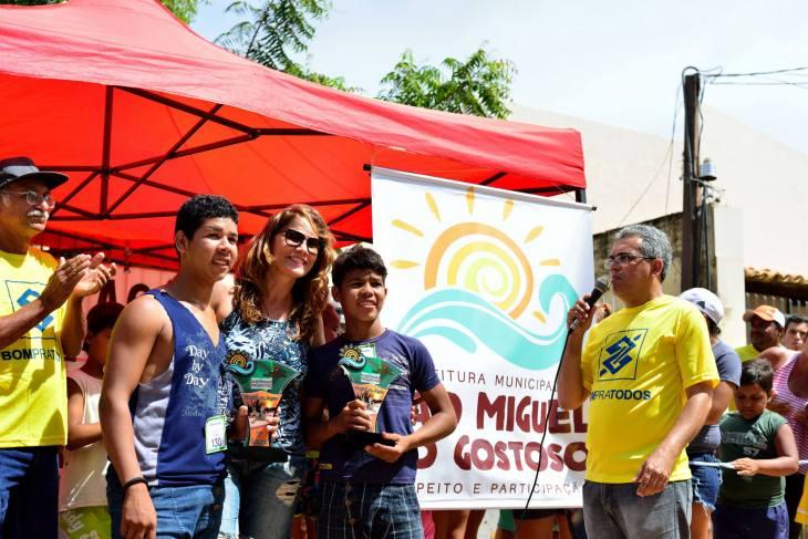 Premiação da corrida de jegue  (Foto: Ariclenes Silva)