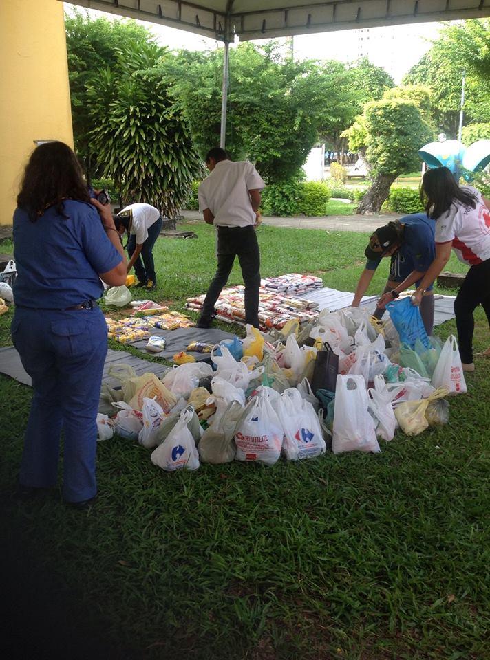 Alimentos arrecadados no evento.