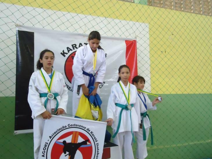 Sarah França (a direita) foi uma das medalhistas gostosenses na etapa de Martins do estadual.