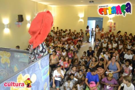 Teatro de Mamulengos agitou a criançada.