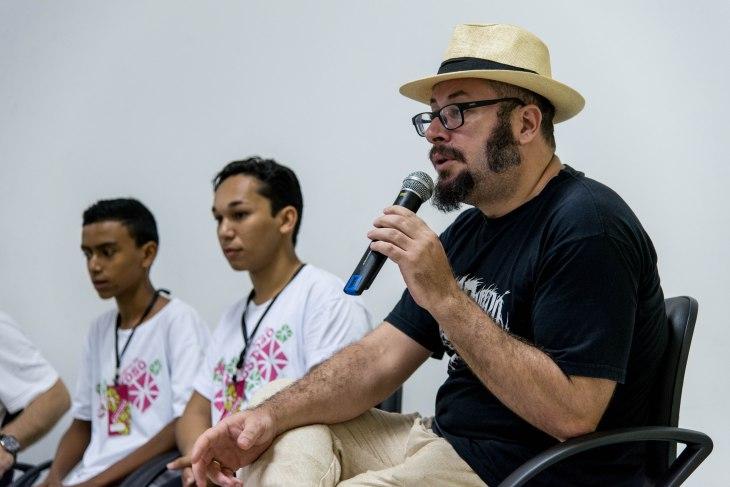 """Rodrigo Aragão falando sobre """"As Fábulas Negras""""."""
