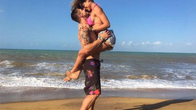 EX-BBB JONAS E MARIANA GONZALEZ POSTAM FOTO COM CLIMA DE ROMANCE EM GOSTOSO