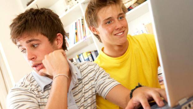 adolescente-computador-jovem-original