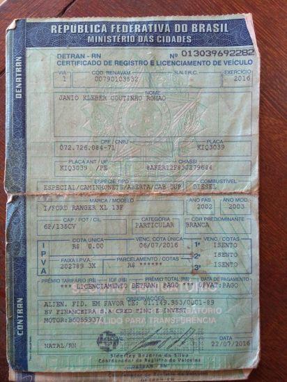 Documentos encontrados pela Polícia Militar após assalto.