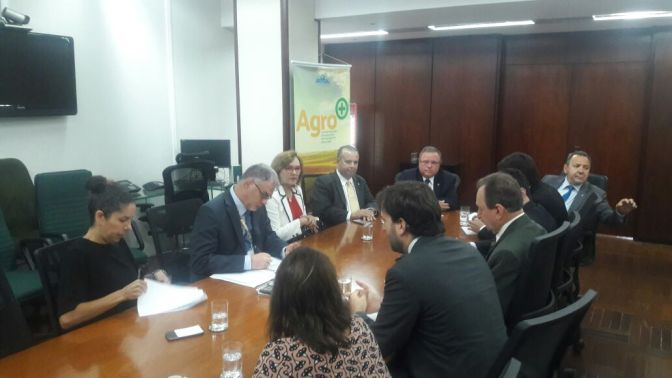 ZENAIDE MAIA EM AUDIÊNCIA COM MINISTRO DA AGRICULTURA PARA MANTER EMPREGOS DAS EMPRESAS SALINEIRAS DO RN