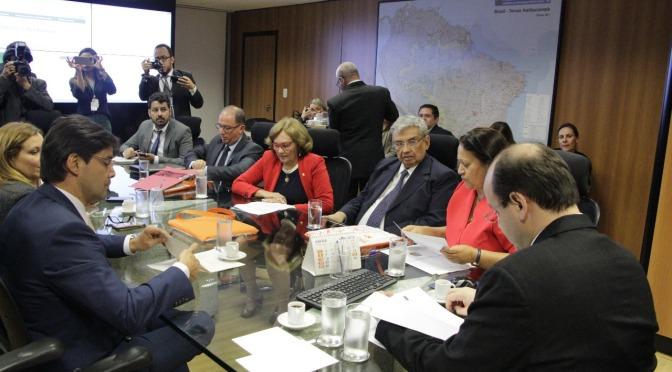 ZENAIDE MAIA SAI DESAPONTADA DEPOIS DE AUDIÊNCIA COM MINISTRO DE EDUCAÇÃO
