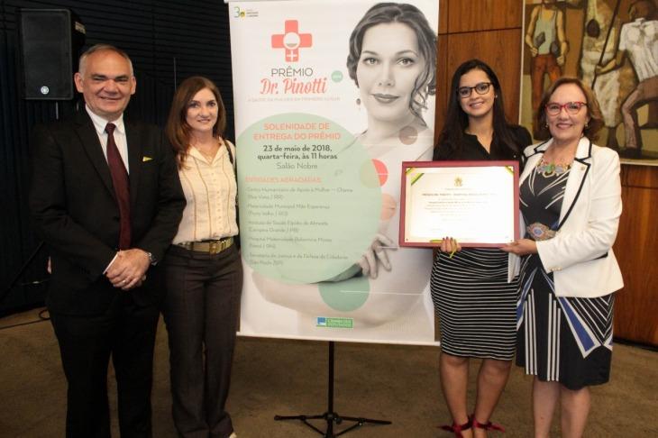 Zenaide Maia e o prefeito Paulinho Medeiros, Terezinha Maia e Renata Teixeira