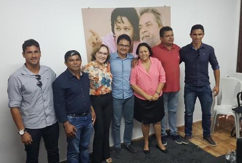 Zenaide e Fátima com grupo de Baia Formosa