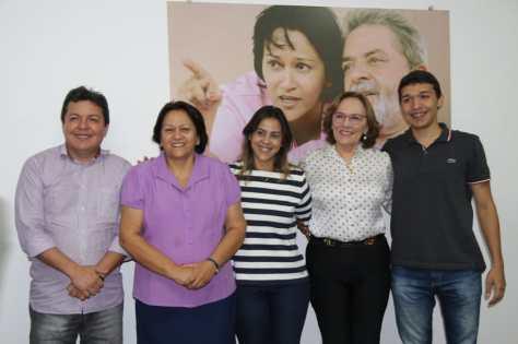 Zenaide e Fátima com grupo de Santa Cruz