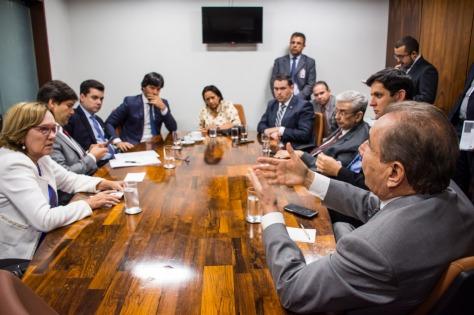 Zenaide Maia na reunião com a bancada