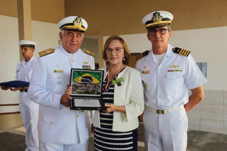 zenaide recebe homenagem da marinha