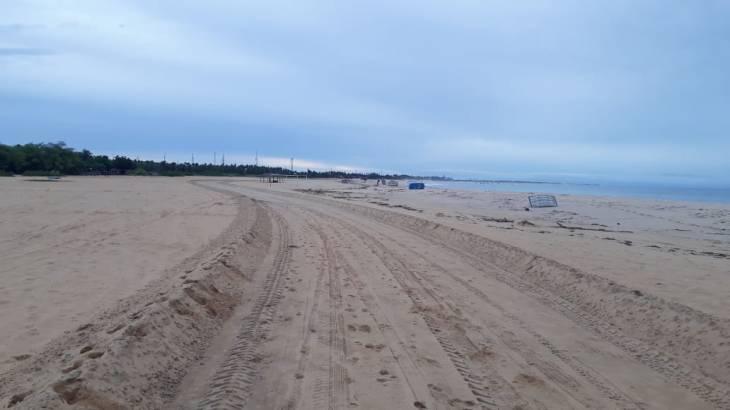 trilha na praia
